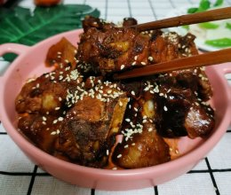 红烧排骨炖土豆的做法