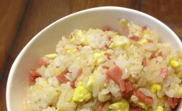 5分钟快速早餐-美味蛋炒饭