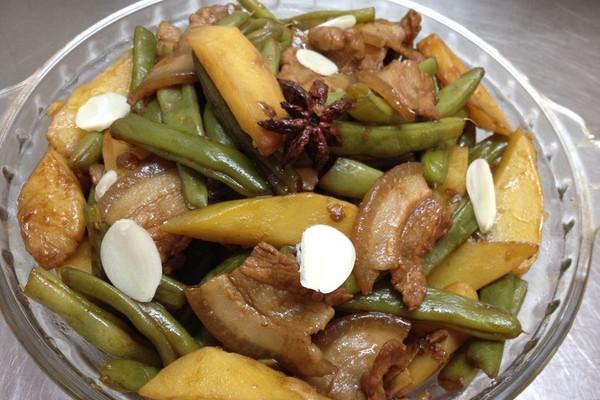 土豆焖豆角的做法