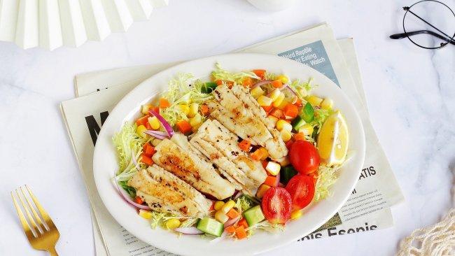 快手早餐|低卡清爽,鲜美无比,香煎比目鱼蔬菜沙拉的做法