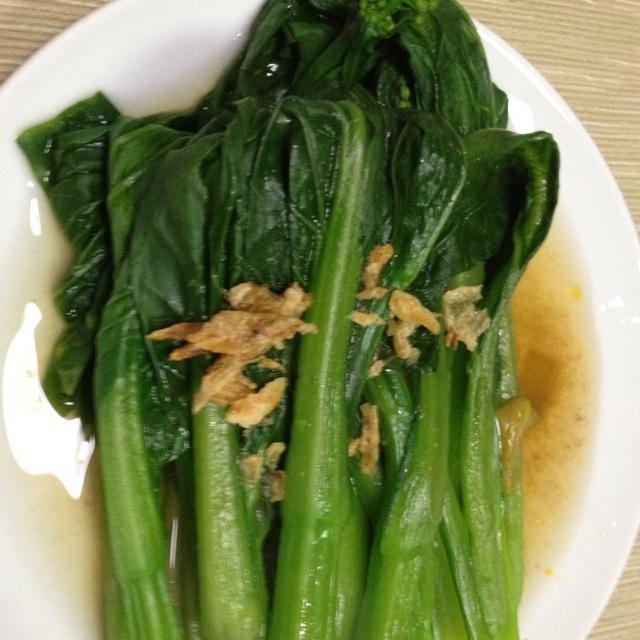 主料  绿色青菜 辅料  蒜头少量      做法步骤 1.