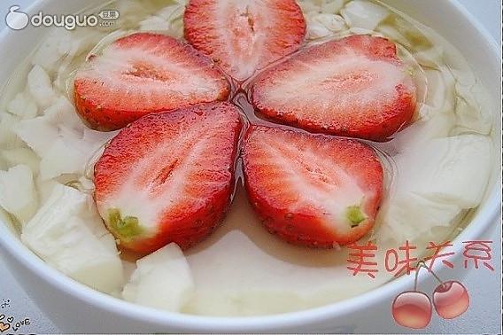草莓豆腐花的做法
