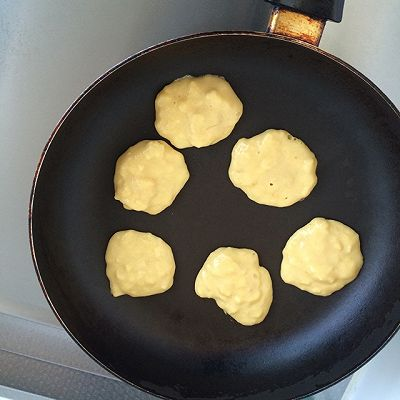 牛奶香蕉小饼的做法 步骤6