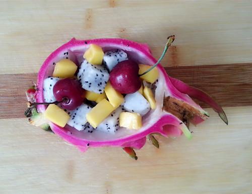 创意火龙果酸奶沙拉船,深夜食堂减肥食谱的做法图解3图片