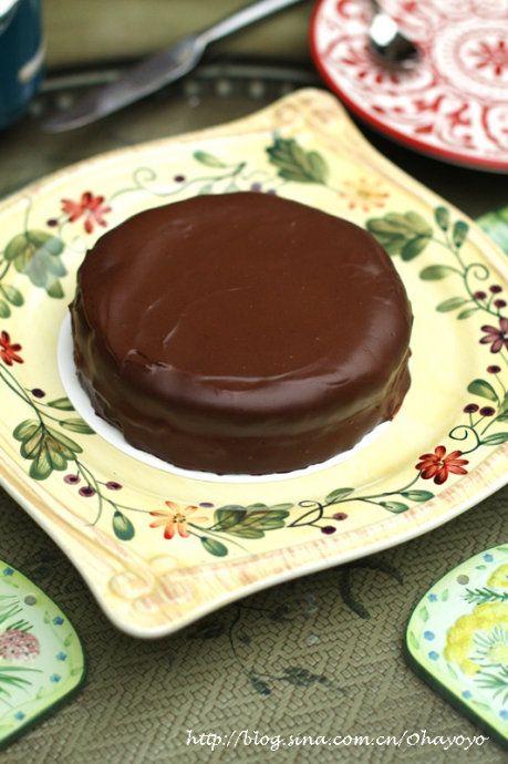 黑巧克力果酱欧式带玫瑰花的蛋糕图片