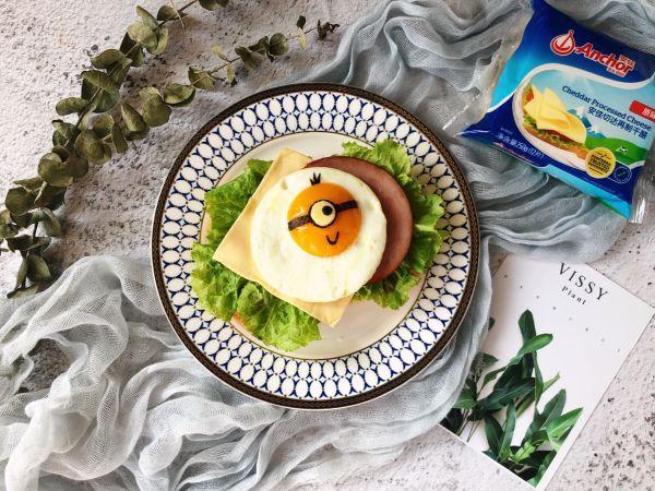 元气小黄人太阳蛋营养三明治的做法