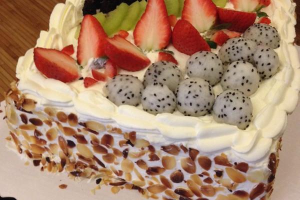 杏仁水果正方形戚风生日蛋糕