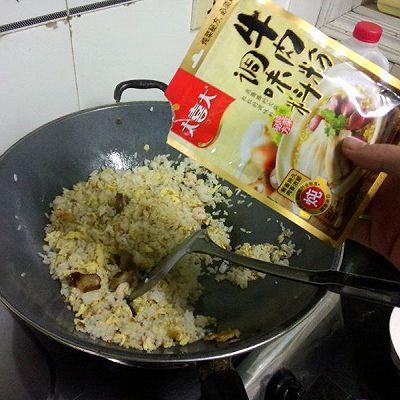 大喜大牛肉粉试用之腊味虾仁蛋炒饭的做法 步骤7