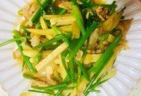 韭菜花茭白炒肉丝的做法