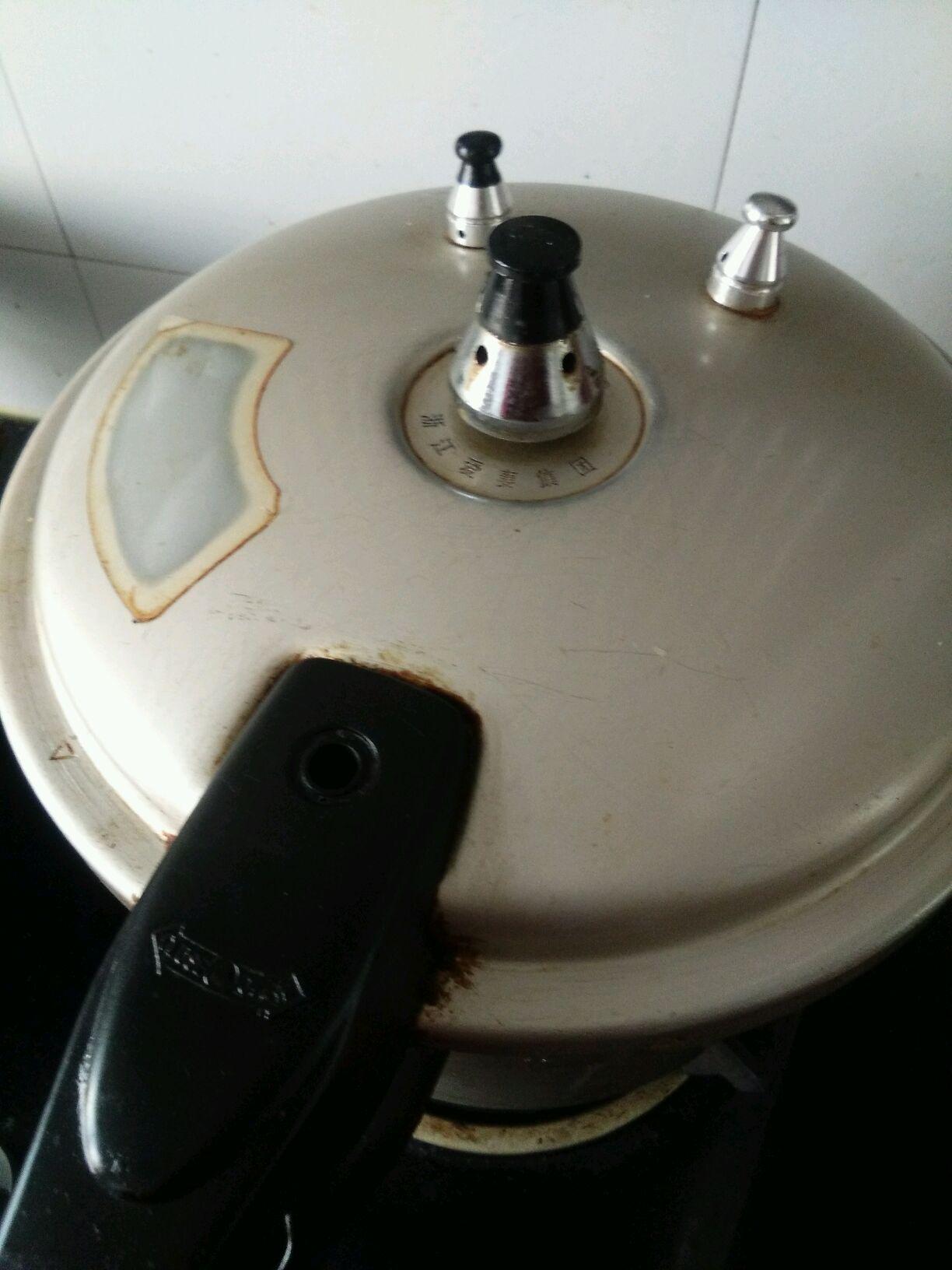 高压锅版猪筒骨海带汤的做法