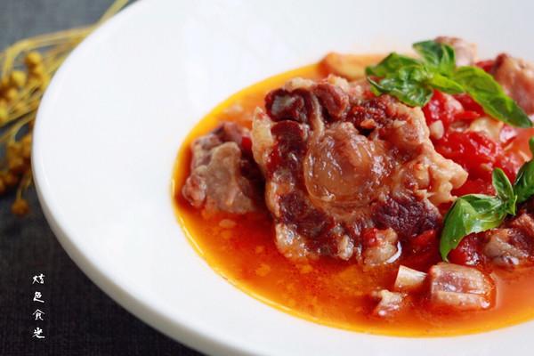 红酒西红柿牛尾汤的做法