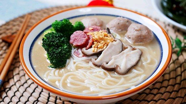 #福气年夜菜#醇香可口的牛肉丸沙茶汤面的做法