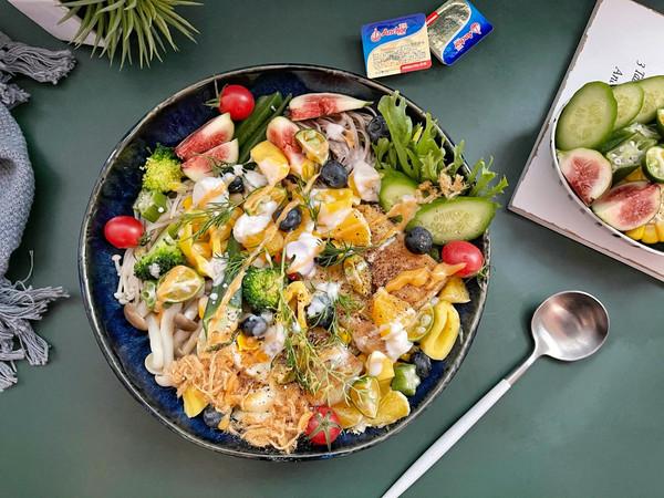 黄油鳕鱼果蔬蛋沙拉的做法