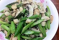 芦笋口蘑炒鲜贝的做法