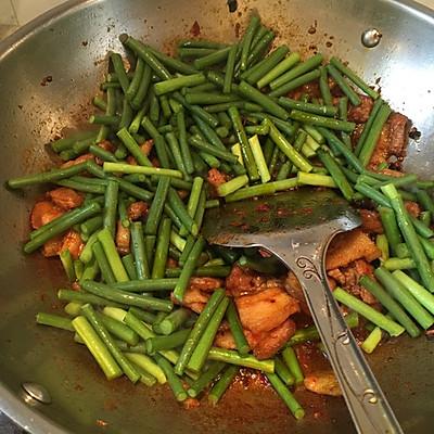 家常菜——蒜苗回锅肉的做法 步骤9