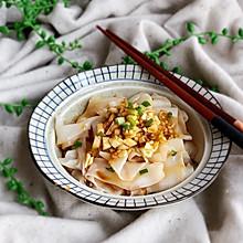 #快手又营养,我家的冬日必备菜品#饺子皮油泼面