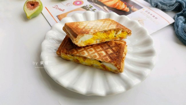鸡蛋、肉松芝士三明治的做法