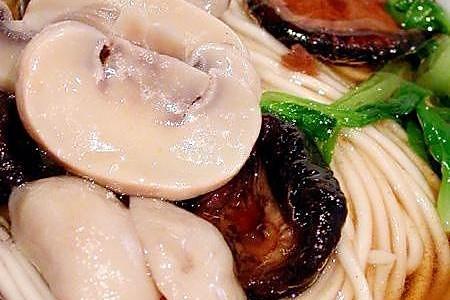菌汤蘑菇面的做法
