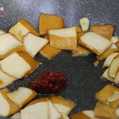 豆瓣香干炒白菜,没有肉也能做得超下饭!的做法 步骤2