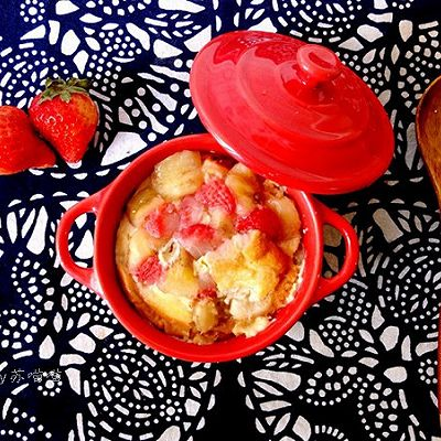 香蕉草莓面包布丁