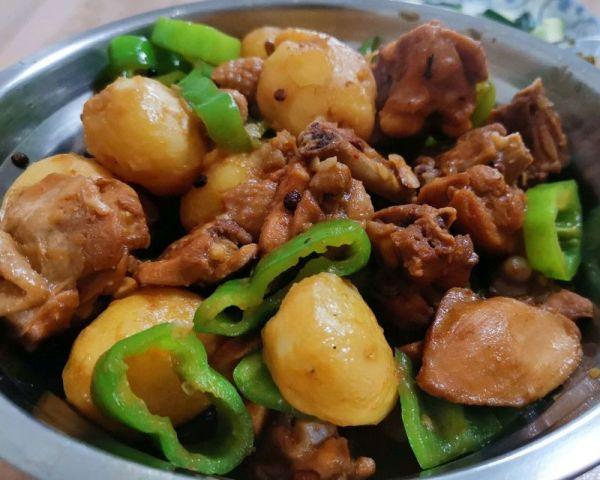 小土豆炖鸡块的做法