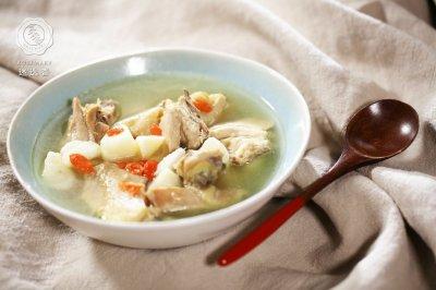 迷迭香:山药煲鸡汤