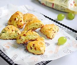#硬核菜谱制作人#香肠奶酪司康的做法