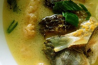 长豆泡炖鲫鱼