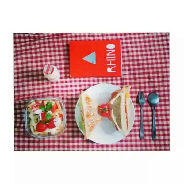 苹果圣女果沙拉配三明治的做法