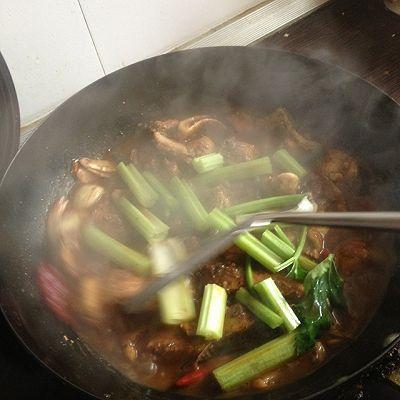 #一鱼两吃 # 红烧胖头鱼+ 鸡腿菇鱼头汤的做法 步骤4