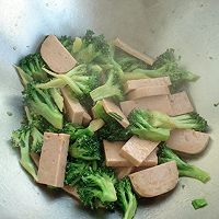 午餐肉炒西兰花的做法图解9