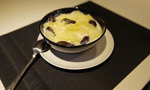 温润可口 牛奶银耳红枣汤的做法