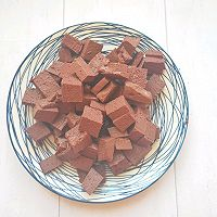 冬天喝猪血豆腐汤:暖身的同时还补血和清理五脏六腑里的垃圾的做法图解2
