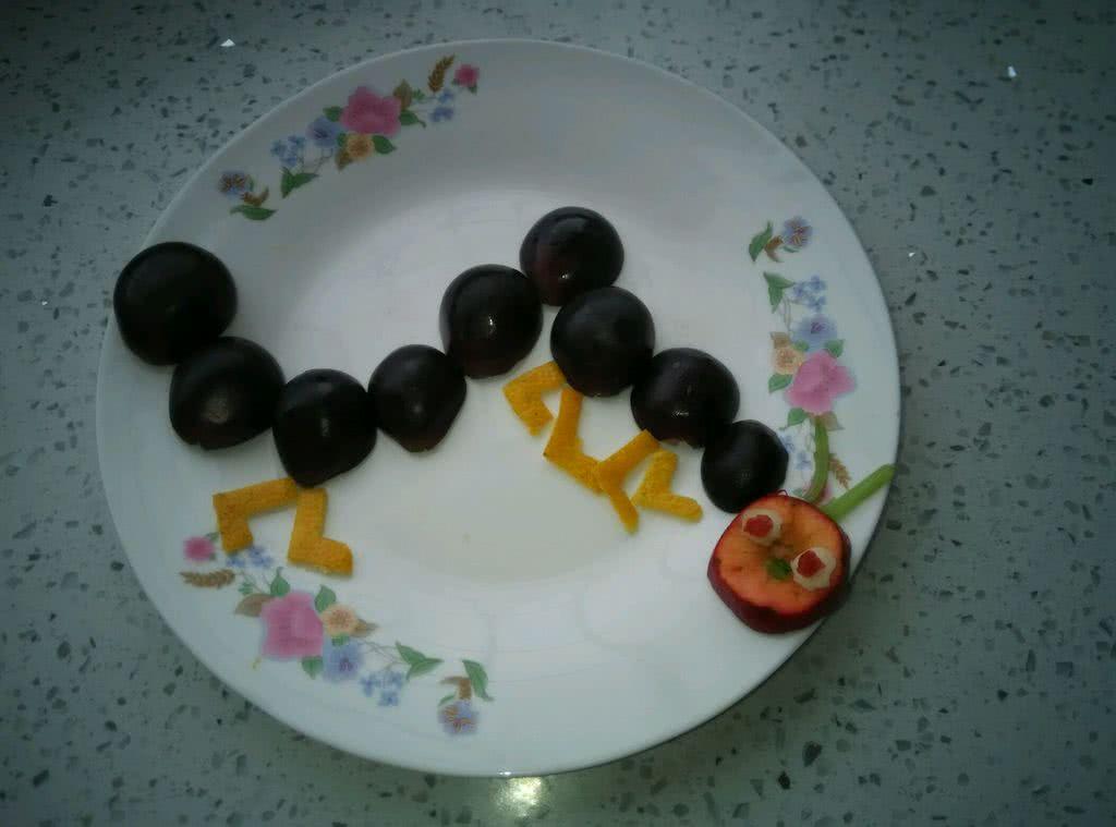 主料 葡萄适量 橘子皮适量 梨适量 山楂一个 黄瓜适量 水果拼盘(毛