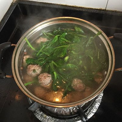 豌豆尖圆子汤