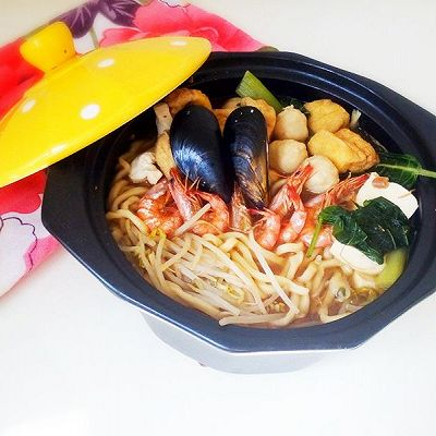 砂锅海鲜汤面