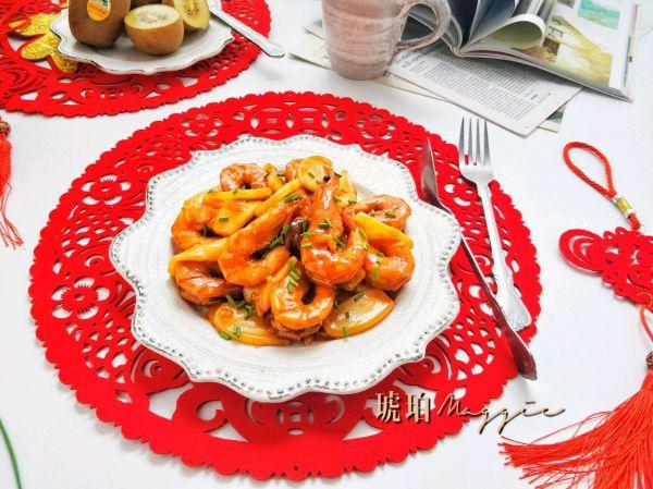 让人吮指回味的年糕油焖虾的做法