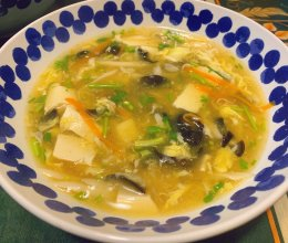 红红绿绿的酸辣汤的做法