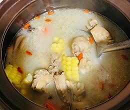 #换着花样吃早餐#莲藕猪蹄玉米汤的做法