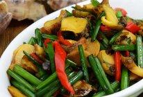 【韭菜苔炒螺片】--家常味道的海鲜小炒的做法
