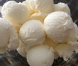 超级易做又好吃的奶香冰激凌的做法