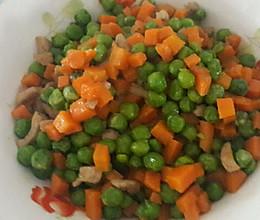 #回忆妈妈的菜#豌豆胡萝卜丁炒肉丁的做法