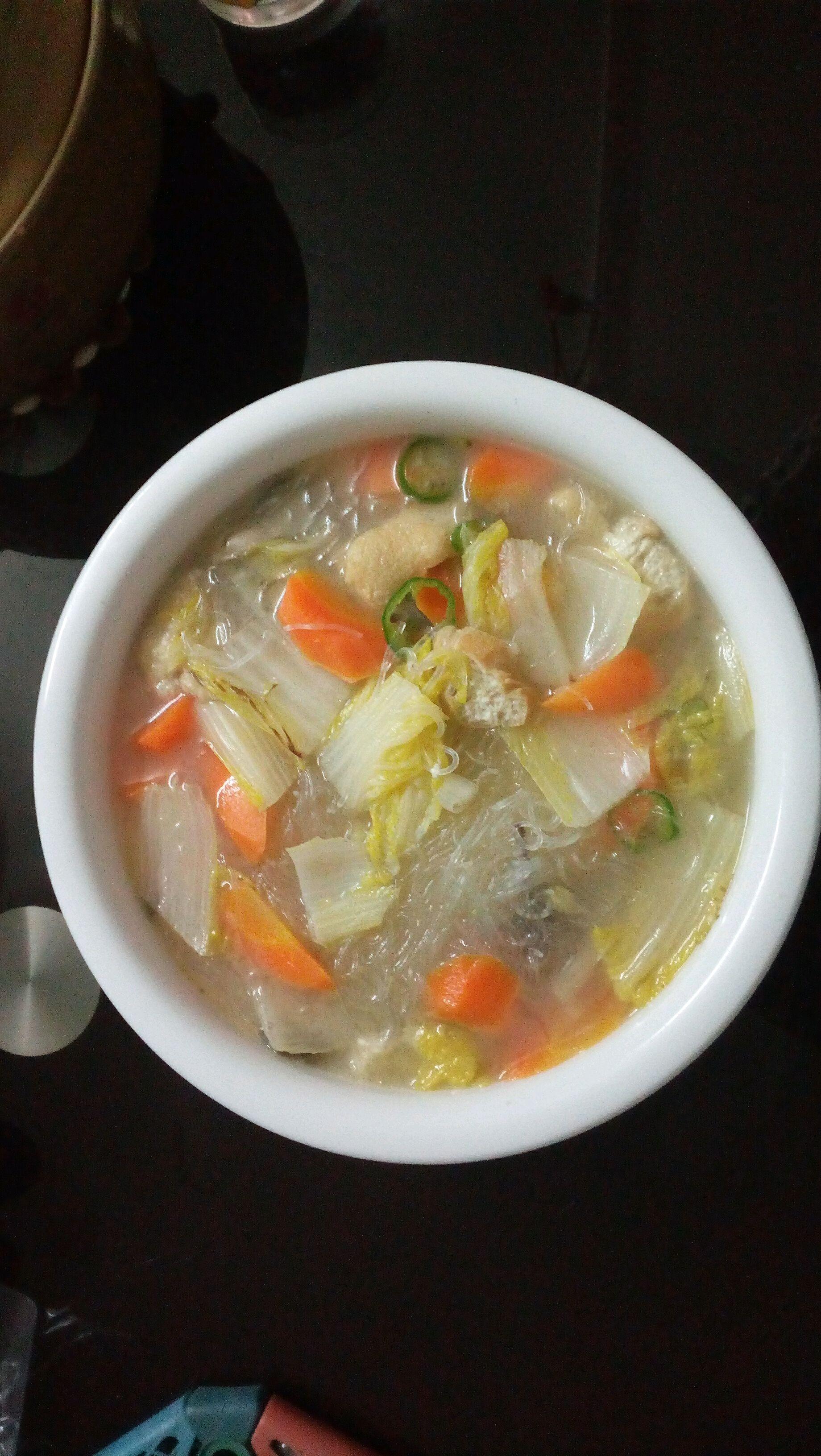 油豆腐少量蘑菇少量粉丝一小捆油,盐,胡椒粉大白菜河蟹汤菜的做法小粉丝都吃哪图片