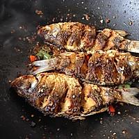 干锅鲫鱼#金龙鱼外婆乡小榨菜籽油#的做法图解11