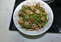鸡腿肉炒青椒的做法