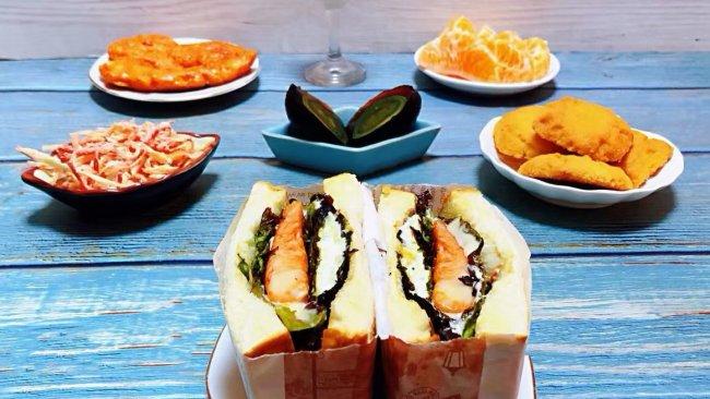 #我们约饭吧#鸡排吐司三明治的做法