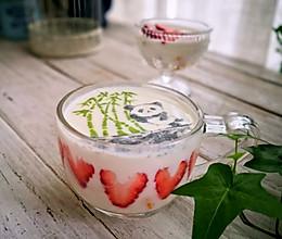 熊猫水果酸奶杯的做法