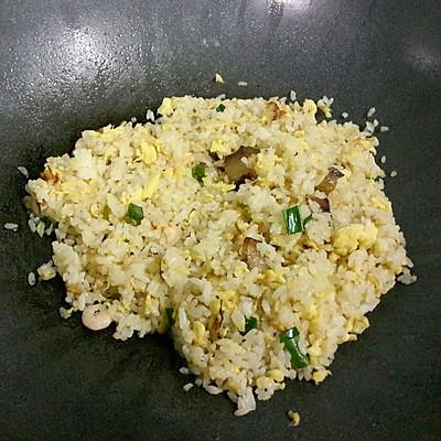 大喜大牛肉粉试用之腊味虾仁蛋炒饭的做法 步骤9