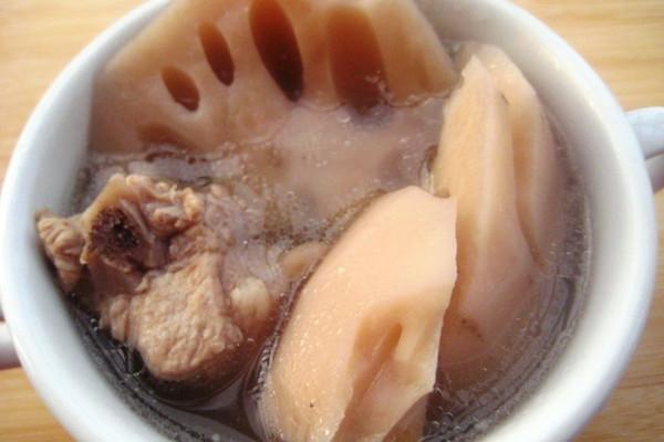 排骨莲藕汤 的做法