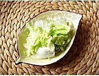白菜炒木耳的做法图解1